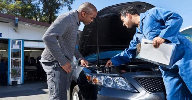 Nên thay dầu cho xe sau 6 đến 12 tháng. Ảnh: Autoweek Chọn loại dầu thích hợp cho xe